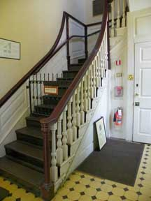 Colonial Period: The Earliest True Colonial Staircases From The  Pre Revolutionary Period Are Almost Exclusively Functional. Often Steep  Stairs That Run To ...