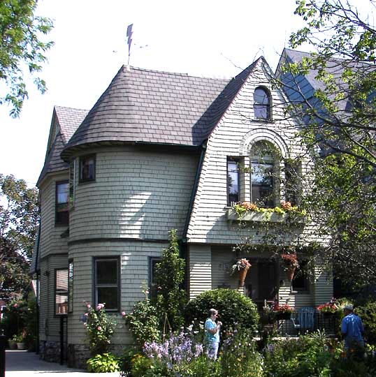 Shingle style for One story queen anne
